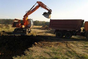 Выемка грунта под фундамент дома
